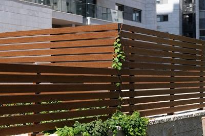 גדר אלומיניום מעוצבת